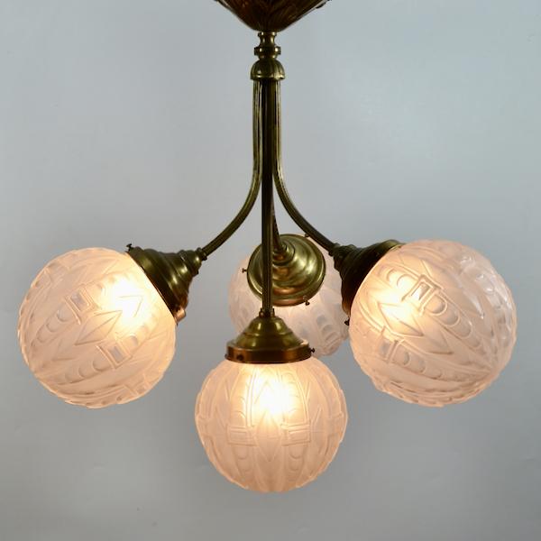 Art Deco four globe chandelier light in frosted glass and bronze 1930 Art Deco four globe chandelier light in frosted glass and bronze 1930