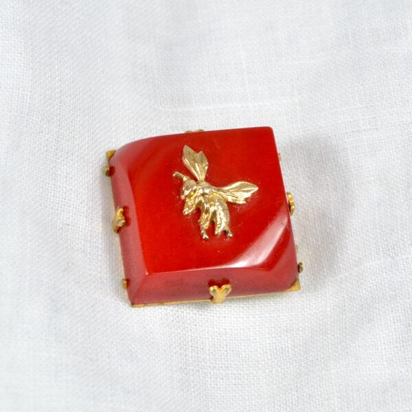 red bakelite bee brooch 1930s 2